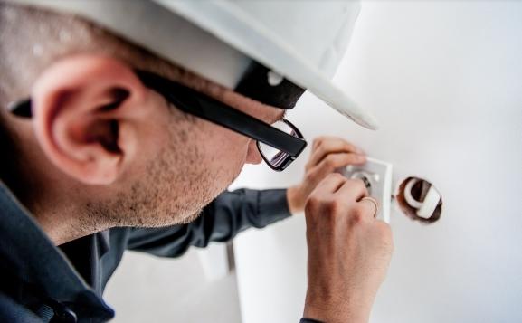 Costo rifacimento impianti elettrici a punto luce uso civile.